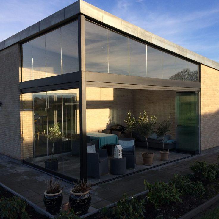 Er du begyndt at drømme om forår og sommer?  Vores kunde i Støvring kan komme ud at nyde deres terrasse lidt før alle andre takket være vores Lumon 6T Terrasselukning.
