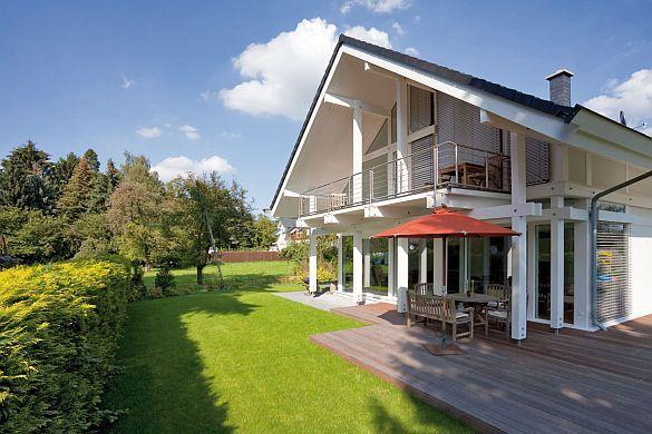 Ein Haus für alle Fälle.   Wohnen, wie es gefällt: Die klassische Holzständerbauweise ermöglicht Grundrisse, die ganz an die Wünsche der Bauherren angepasst werden. Foto: djd/www.flock-haus.de