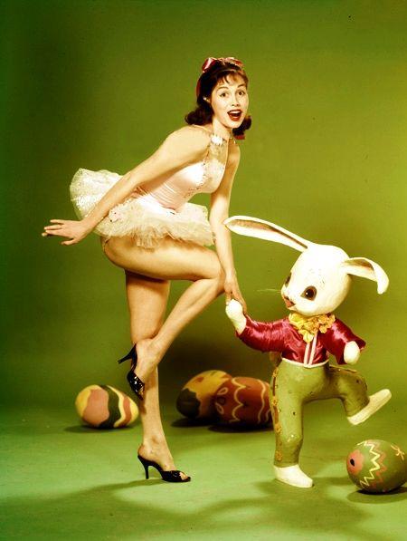 Resultado de imagem para Mary Tyler Moore at Easter