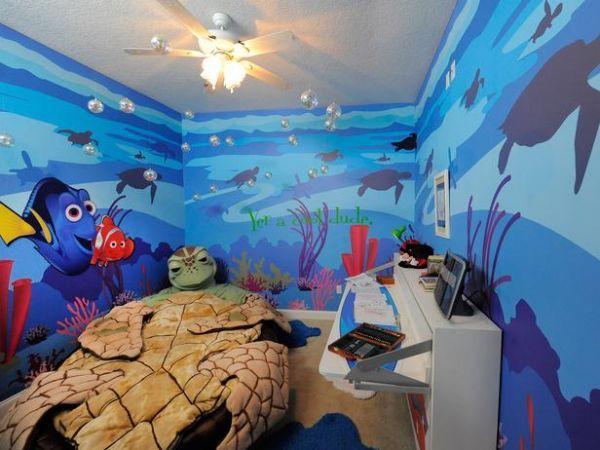Een wel hele toffe Finding Nemo kinderkamer. Met een blauw plafond, was het helemaal af geweest.