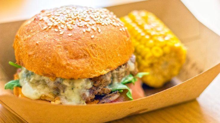 Hamburger con Gorgonzola, noci e bacon, hamburger estivo, panozzo