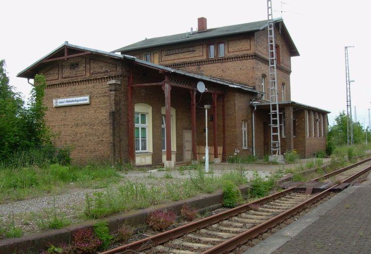 3.6.2007 Lindau, Sachsen Anhalt. Kanonenbahn / Berlin - Blankenheimer bzw. Wetzlarer Bahn. Empangsgebäude. Die strengen bb-Kriterien…