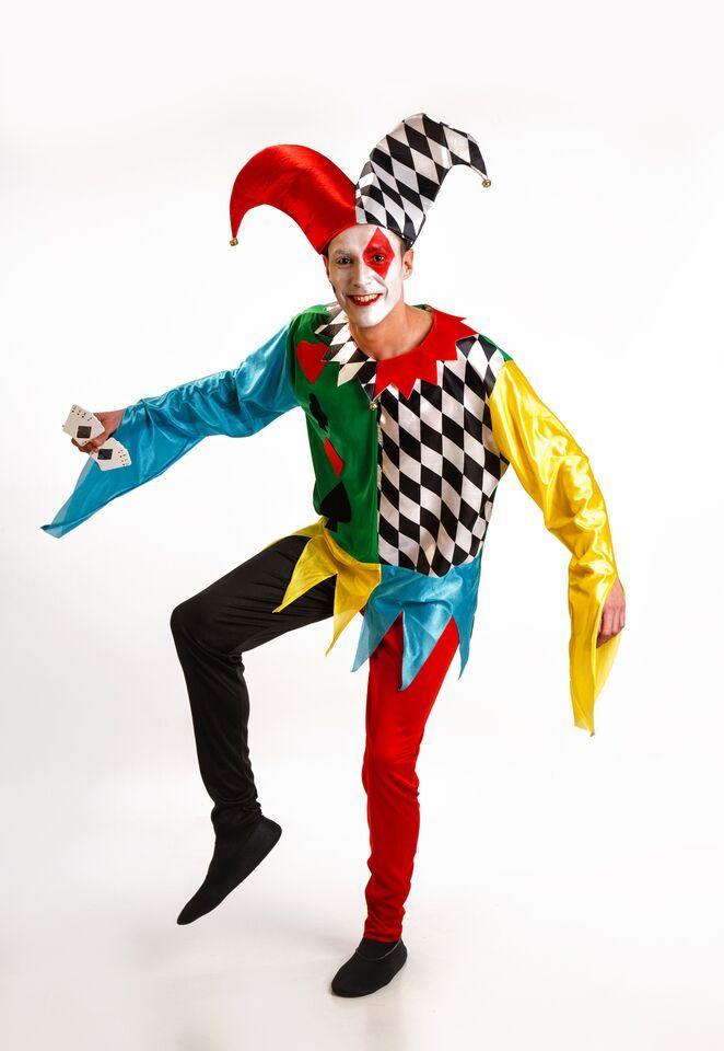 DisfracesMimo, disfraz de arlequin poker para hombre adultos talla m/l.serás el personaje más conocido de la Commedia dell'Arte. Prepárate para divertir con tu magia de payaso haciendo aparecer y desaparecer las cartas. Este disfraz es ideal para tus fiestas temáticas de disfraces de payasos del circo,bufones y arlequines para hombre adultos.