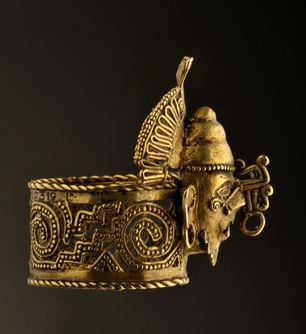 An Aztec gold ring from the tomb of Ahuizotl. Mexico   Photo by Kenneth Garrett