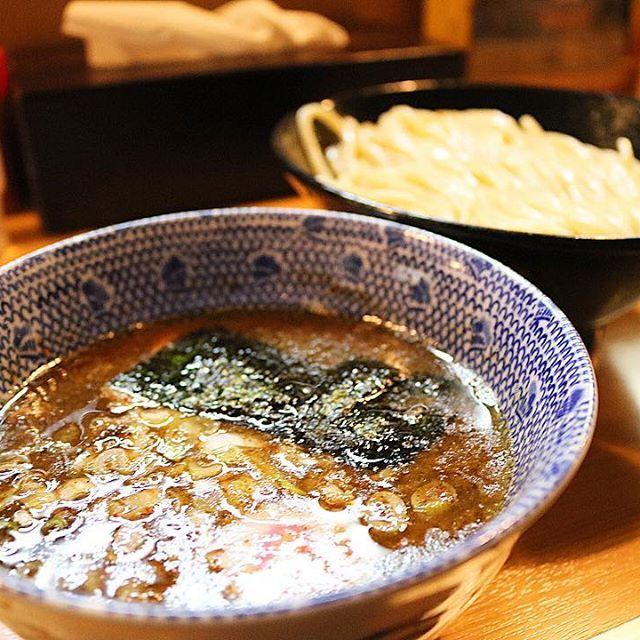 • 先日MR.と川越の頑者で🍜 • • • 魚介系のスープに太麺! 言ってみたかったから👌 #頑者 #つけ麺 #魚介 #ラーメン #川越 #行列 。。。あつい。。。 • • #やきとり明日花 #聖地 #焼き鳥 #やきとり #やきとん #肉好き  #肉食 #食べ歩き #グルメ #yakitori #生肉 #肉 #ホルモン  #ゴープロ #GoPro #GoProJP #カメラ男子 #camera #Canon  #一眼レフ #写真 #カメラ #カメラマン #インスタ映え