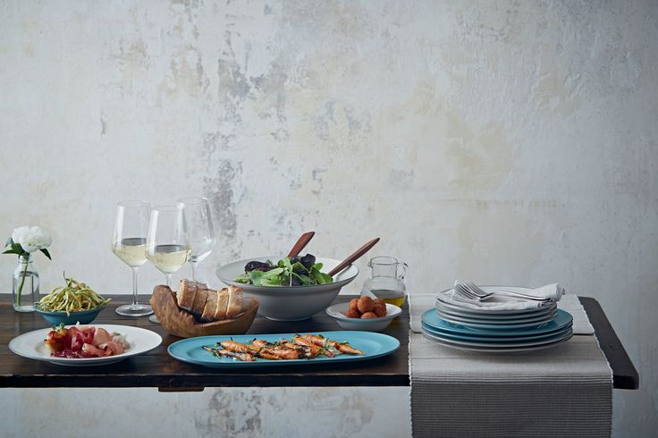 Bring a relaxed atmosphere to your dining table with Gordon Ramsay by Royal Doulton Union  Street Cafe.