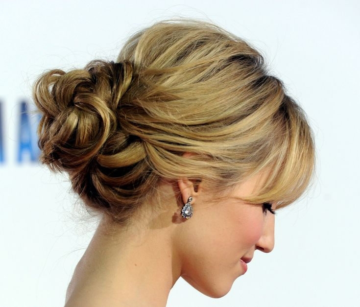 Peinados rapidos para fiestas: http://tiposdepeinados.com/peinados-rapidos-para-fiestas/