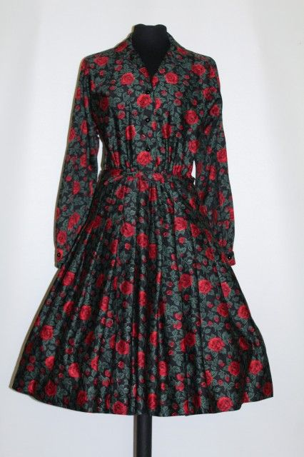 Rochie vintage print trandafiri si frunze verzi anii '50 http://www.vintagewardrobe.ro/cumpara/rochie-vintage-print-trandafiri-si-frunze-verzi-anii-50-7496757 #vintage #vintageautentic #vintagewardrobe #vintagedresses #1950s