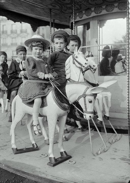 Детские развлечения в Париже 1910 года.