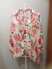 Pink and white butterfly top size 8 brand new with tags