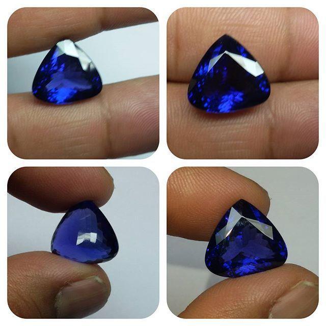 Royal Rich Collection Piece Cornflower Blue 13.55 cts Tanzanite Triangle .... for Saturday Blues.... #tanzanite #tanzanitetrillion #royaltanzanite #collectorgem #naturalgem #like4like #picoftheday #20likes #tanzania #designersdream #gemology #jewel #necklace #jewelrysupply #ring #finejewelry #etsy #mineral #gemcollector #gem #gemstone #jewelrydesigner #customjewelry #handmadejewelry #finejewelry