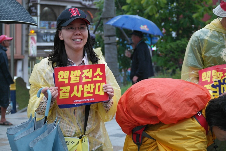 Bring the Energy Revolution to Korea - Citizens in Samcheok protesting against government plans to construct new nuclear power plants. Please sign here if you support a nuclear free Korea: http://www.greenpeace.org/eastasia/get-involved/korea-energy/