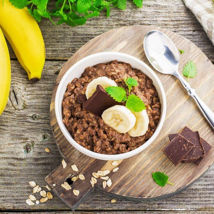 Unser Banane Schoko Porridge ist ein gesundes Frühstück, das angenehm satt mac…