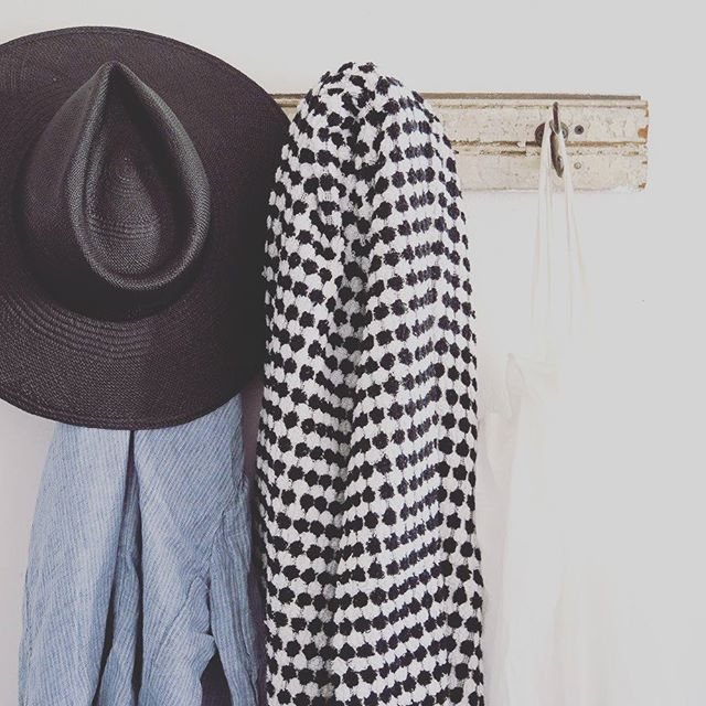 This luxe Selo & Salt towel now just $27 - down from $110  Get in quick - only a couple left  Discount applied automatically at checkout . . . . #beanhomebody #seloandsalt #turkishtowel #monochrome #peshtemal #sale