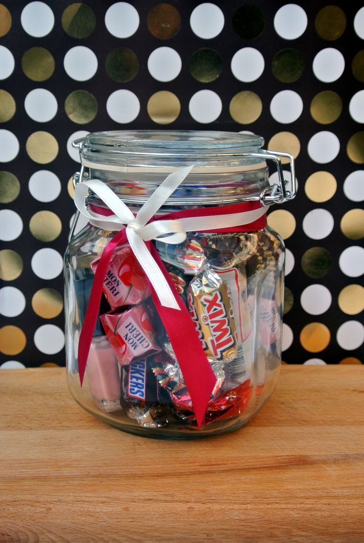 Make a gift jar for her (full tutorial on our website)