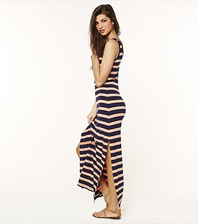 This sexy striped maxi dress is a must-have in your summer wardrobe!