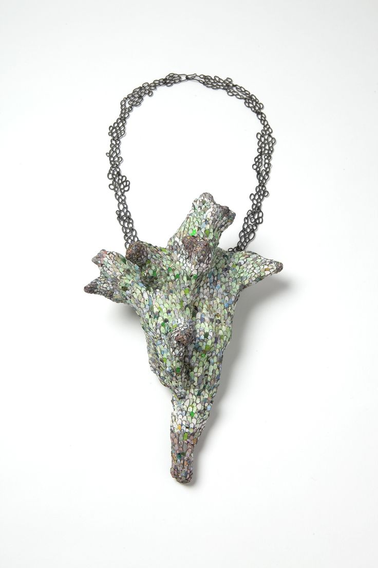 "Carina Shoshtary; Necklace ""The green Escape""; 2015; Graffiti, silver.:"