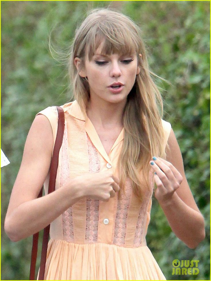 taylor-swifts-romantic-weekend-with-conor-kennedy-pics-01.jpg 920×1,222 pixels
