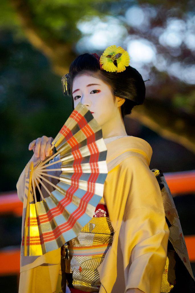 maiko 舞妓 Kamishichiken 上七軒 Katsuna 勝奈 KYOTO JAPAN