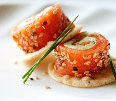 http://www.chatelaine.com/recipe/shellfish/avocado-and-salmon-rolls/