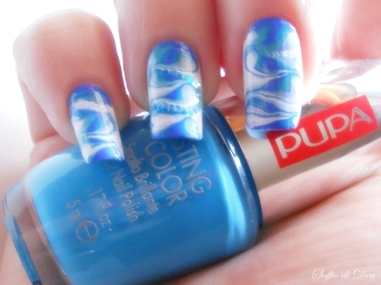 Pretty blue nails. I think I'm going to try this