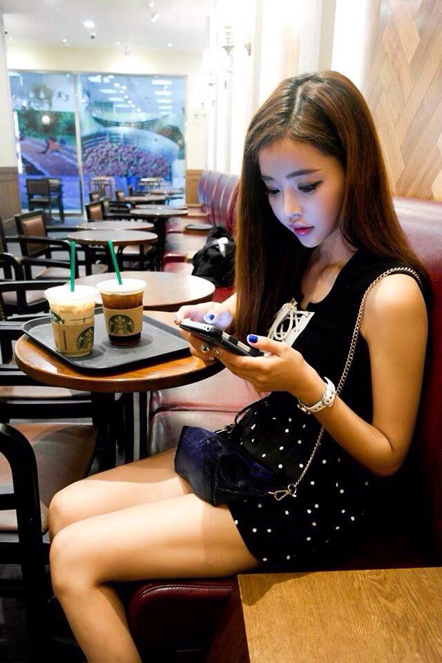 Korean Fashion. She models a totally cute ulzzang Korean look.  -Lily. #koreanfashion