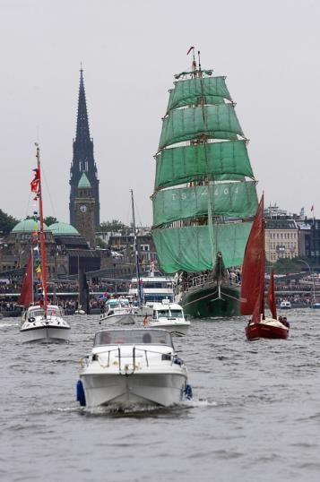 Hamburg Hafen (Harbor) Alexander von Humbolt (green sails)