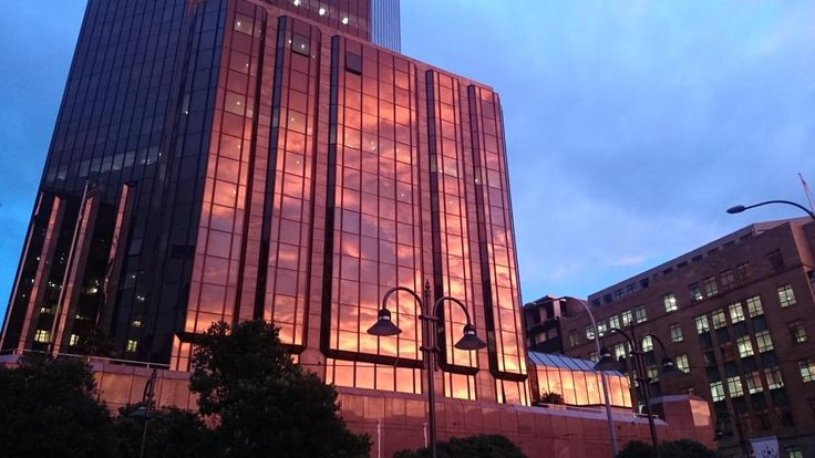 """From @WildBayNZ """"Red sunrise reflecting of the building at Post Office Sq. #whywellington @InterConWLG pic.twitter.com/4pzsIsvmBP"""""""