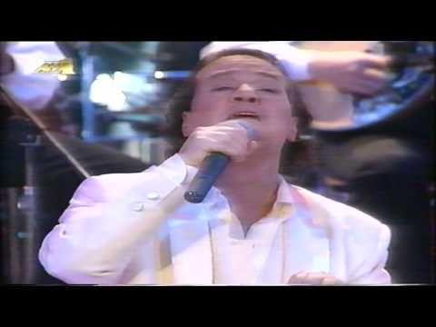 O Giannis Parios tragoudaei (  LIVE ) Apostolo Kaldara