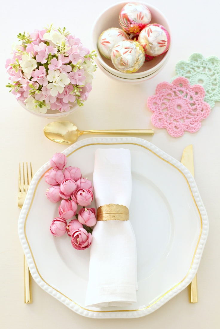 Pastel & gold tablescape - metallic leaf napkin ring