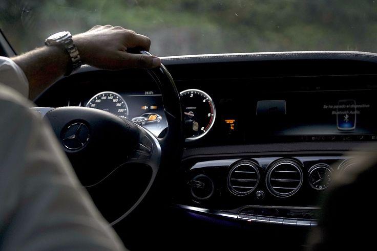 Interior del Mercedes Clase S Premium. Elegancia y diseño al poder.