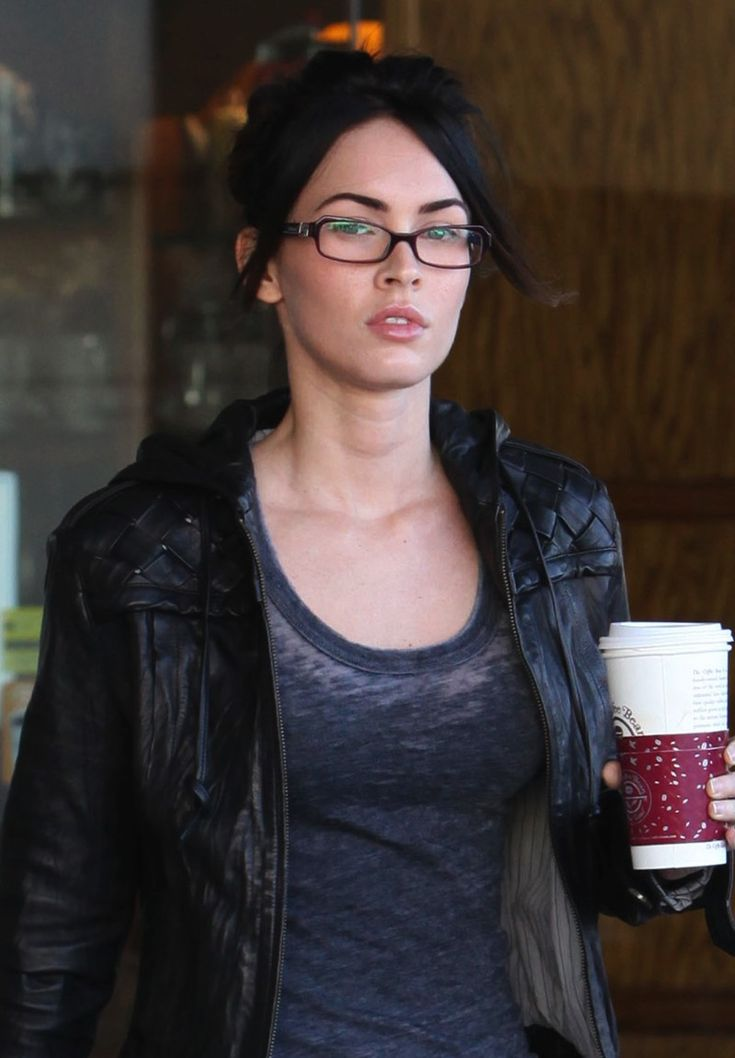 ✦ Pinterest: @Lollipopornstar ✦ Megan Fox street style | No makeup | Glasses
