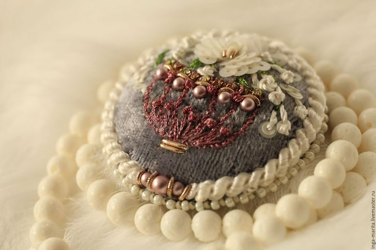 """Купить Брошь """"Цветочная ваза"""" - серый, брошь ручной работы, цветы в украшении, шелк натуральный"""