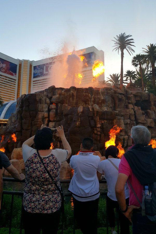 10 Best Free Shows In Las Vegas Mermaids Volcanoes Music And More Cheap Travel Usa Travel Usa Las Vegas Trip