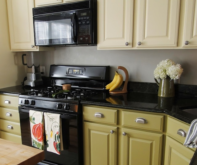 Black Kitchen Appliances With White Cabinets: 1000+ Ideas About Two Toned Cabinets On Pinterest