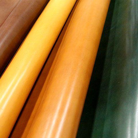 パドヴァ  ステア タンニン素材。厚み:約2.0~2.2前後。 高級感のあるブッテーロ調。