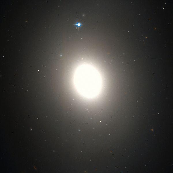 M85 (NGC 4382) - Galaxia Lenticular en Coma Berenices (60.000.000 años luz)