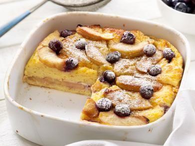 Broodpudding met appels en bosbessen