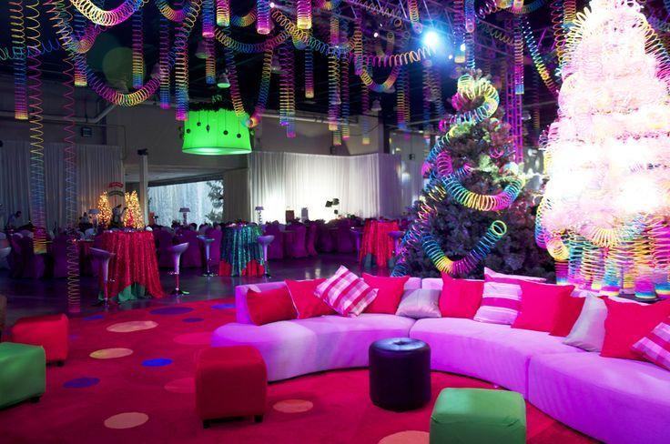 slinky decorations |  christmas #funky #party #ideas #slinky