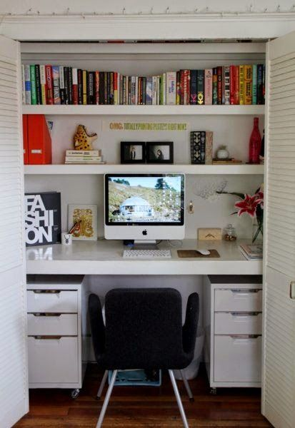Michelle - Blog #My #Closet #Office Fonte :http://www.remodelaholic.com/2014/02/25-clever-closet-offices/#ZLq2ybwEr4ogk04Z.32