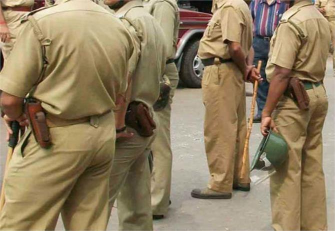 देखिए पंजाब पुलिस की बेर्ददी आठवीं के छात्र को पीटा बेरहमी से