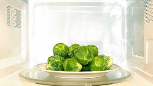 Людям нужно крайне осторожно относиться к питанию, которое было разогрето с помощью микроволновки или плиты. Речь идет об остатках ранее приготовленной пищи.