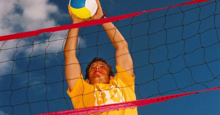 A origem do voleibol. O voleibol foi criado em 1895 por William G. Morgan, diretor de educação física da ACM em Holyoke, Massachusetts. Morgan queria criar um jogo que fosse menos físico do que o basquete.