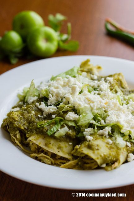 Las enchiladas verdes de la cocina mexicana son exquisitas y fáciles de cocinar. Deleita a tu familia con esta rica comida mexicana.: