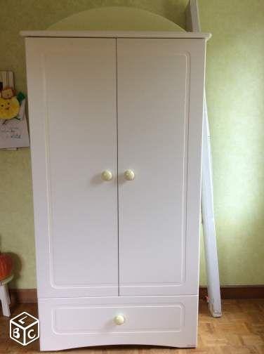 armoire de la chambre de bébé (sauthon kangourou)