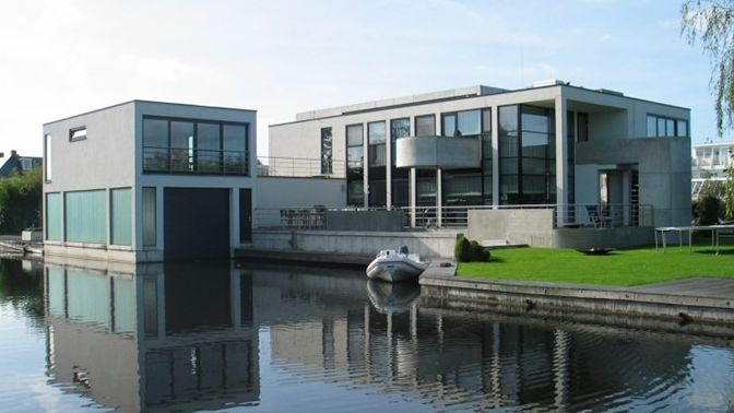 This unique villa was built by architect Peter Agterberg in his recognizable modern style, with an unusual layout and lines. Vinkeveen, Netherlands