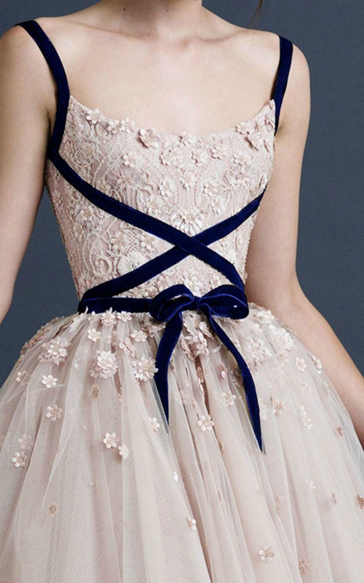Simple velvet ribbons make this look FABULOUS. Bridesmaids, take notice.   ~~ Houston Foodlovers Book Club