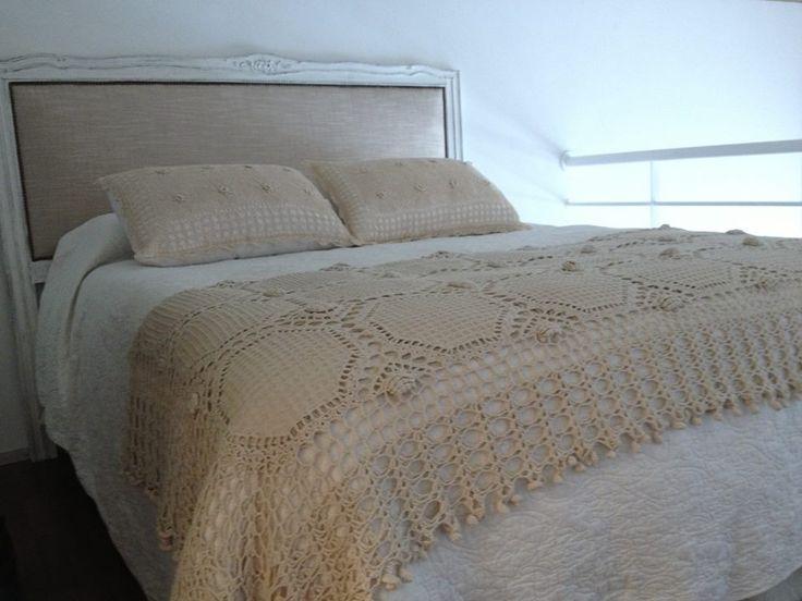 Pie de cama y almohadones de crochet white homes - Pie de cama ...