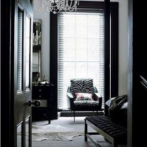 https://i.pinimg.com/736x/80/5b/22/805b2241490d7aee0684ee35af32f535--black-bedrooms-modern-bedrooms.jpg