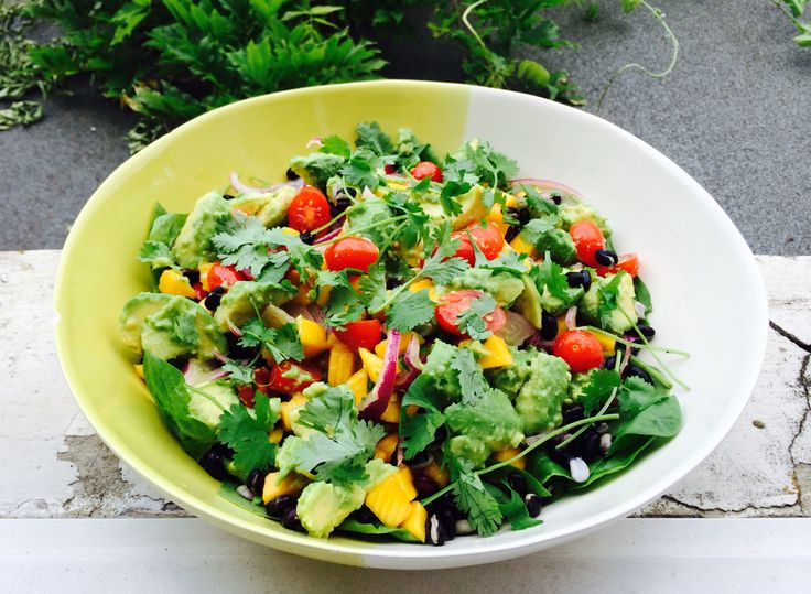 Delicious healthy summer mango salad! www.theparttimevegan.me
